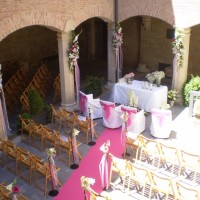 Iglesia decorada por floristería hiedra